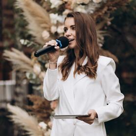Ведущий Ирина  Петрушина