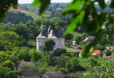 Покровская церковь-крепость - фото 1