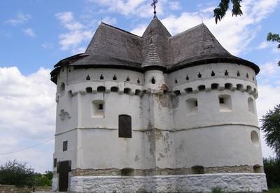 Покровская церковь-крепость - фото 3