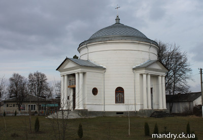 Храм-ротонда в Лебедевке - место для фотосессии в Черкасской области - портфолио 4