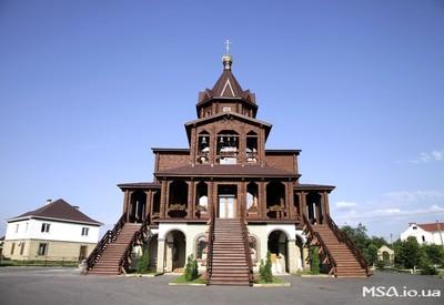 Храм Покрова в Гатном - место для фотосессии в Киевской области - портфолио 1