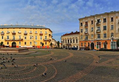 Площадь Филармонии - место для фотосессии в Черновцах - портфолио 2