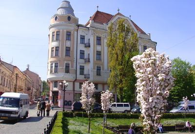 Площадь Филармонии - место для фотосессии в Черновцах - портфолио 1