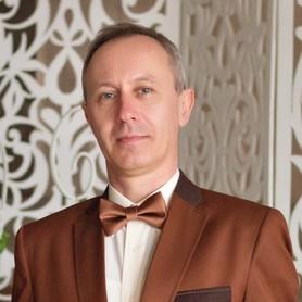 Ведущий Константин Карих