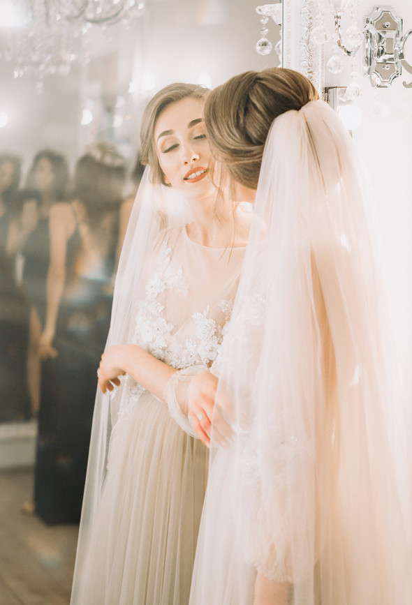 Нежная рустик-свадьба в лесу - фото №29