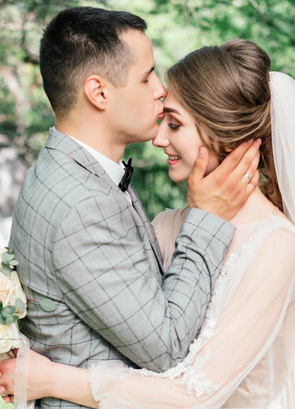 Нежная рустик-свадьба в лесу - фото №91