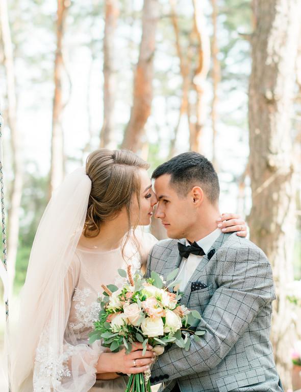 Нежная рустик-свадьба в лесу - фото №74