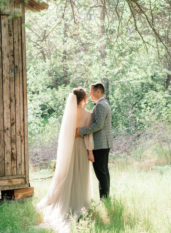 Нежная рустик-свадьба в лесу - фото №88