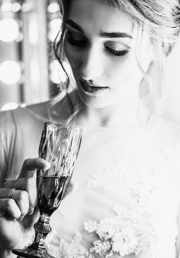 Нежная рустик-свадьба в лесу - фото №32