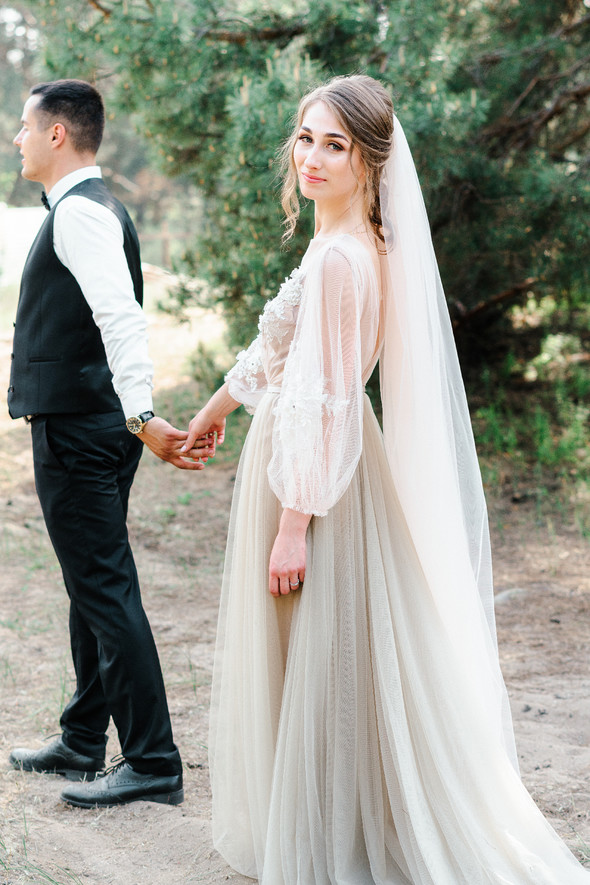 Нежная рустик-свадьба в лесу - фото №104