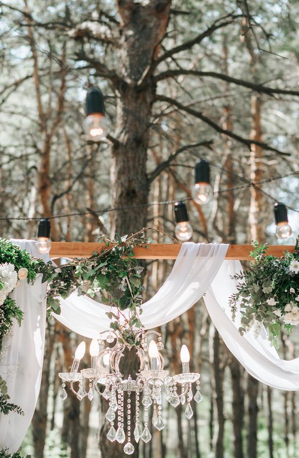 Нежная рустик-свадьба в лесу - фото №65