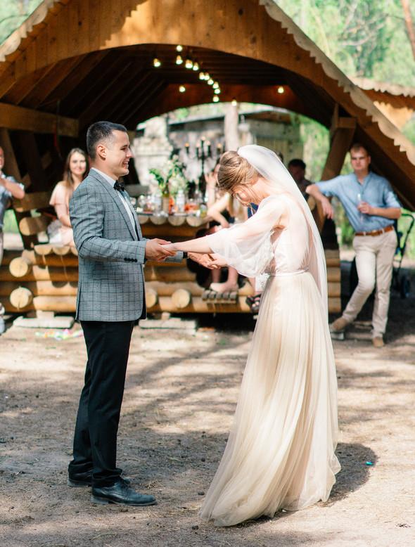 Нежная рустик-свадьба в лесу - фото №72