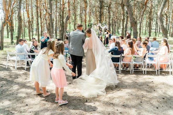 Нежная рустик-свадьба в лесу - фото №39