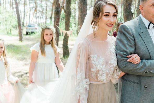 Нежная рустик-свадьба в лесу - фото №38
