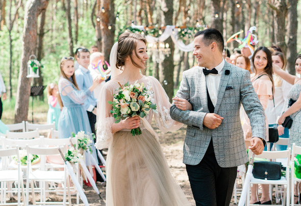 Нежная рустик-свадьба в лесу - фото №54