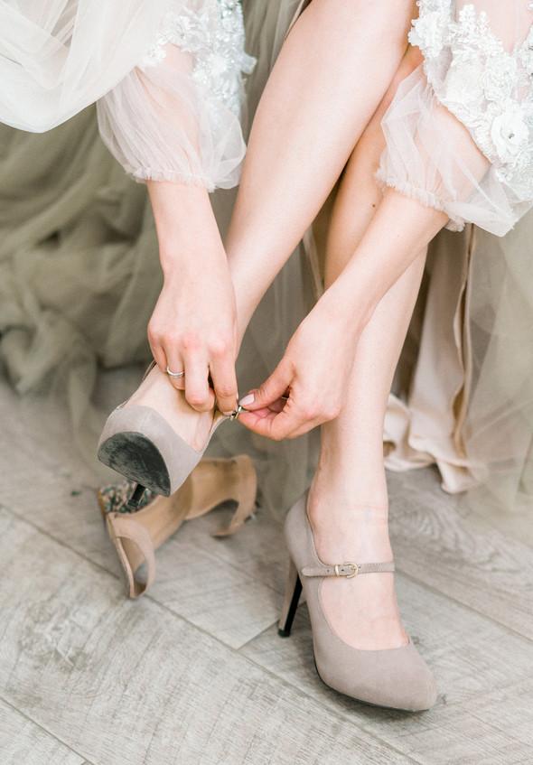 Нежная рустик-свадьба в лесу - фото №25