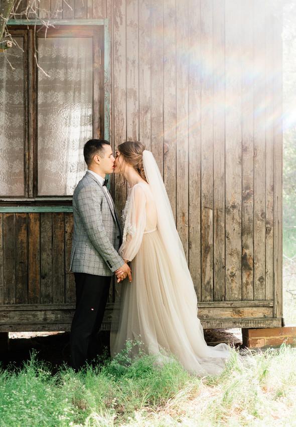 Нежная рустик-свадьба в лесу - фото №93