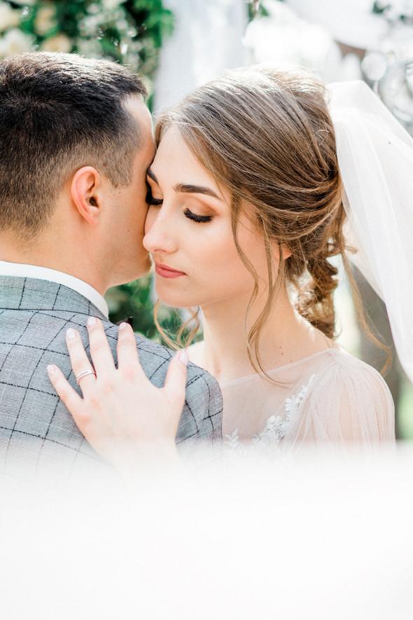 Нежная рустик-свадьба в лесу - фото №79