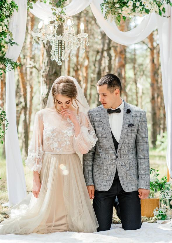 Нежная рустик-свадьба в лесу - фото №51