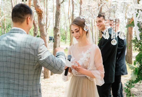 Нежная рустик-свадьба в лесу - фото №43