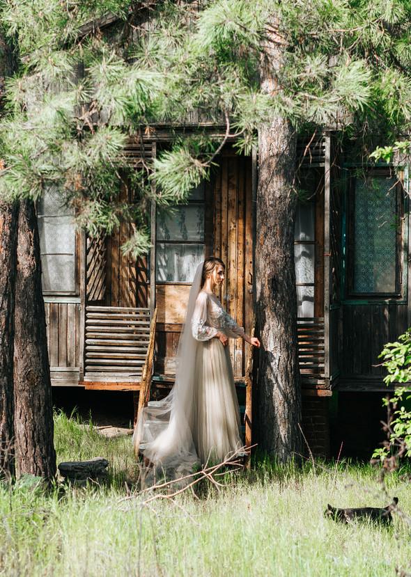 Нежная рустик-свадьба в лесу - фото №96