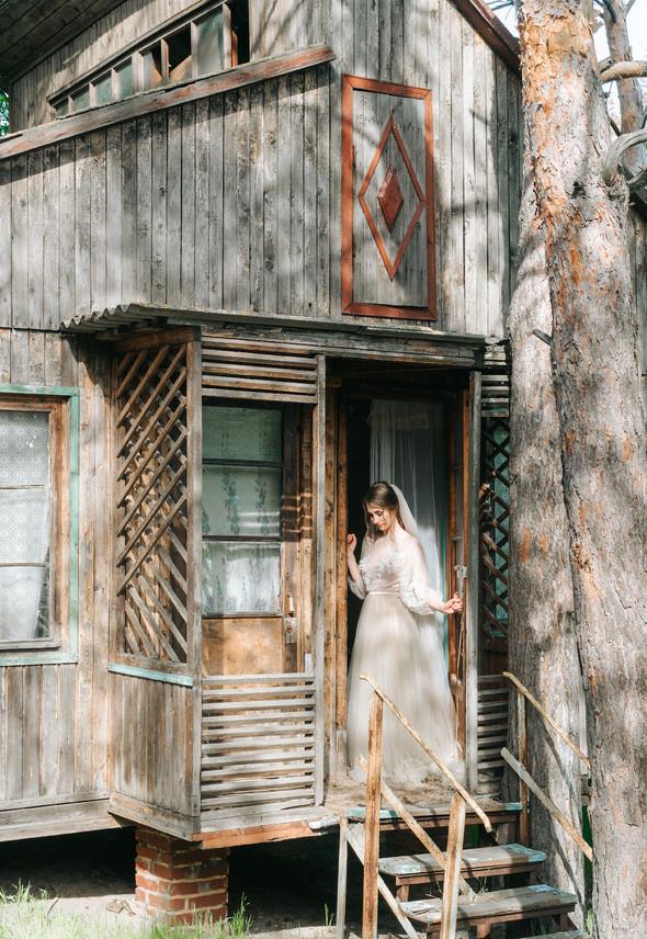 Нежная рустик-свадьба в лесу - фото №100