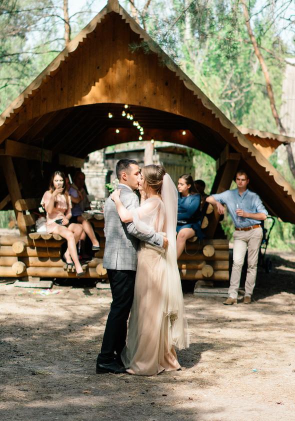 Нежная рустик-свадьба в лесу - фото №68
