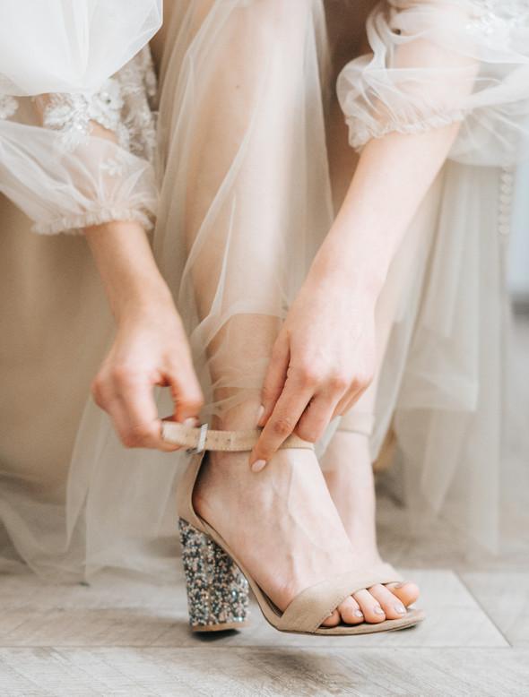 Нежная рустик-свадьба в лесу - фото №23