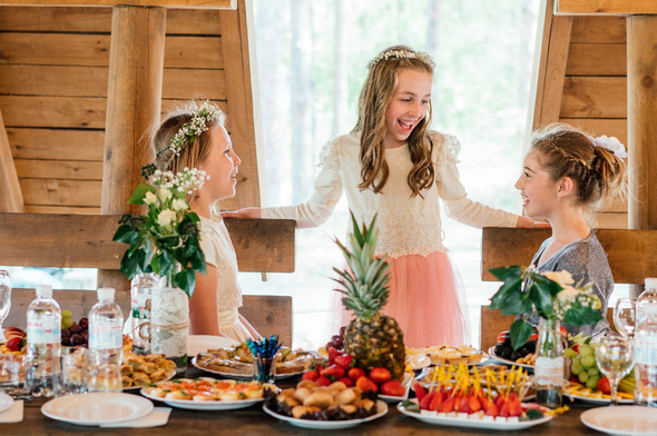 Нежная рустик-свадьба в лесу - фото №57