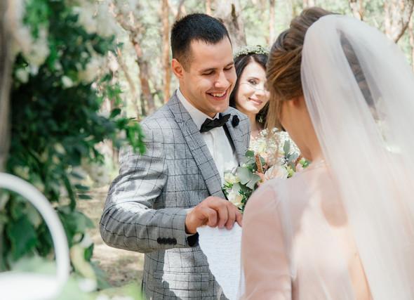 Нежная рустик-свадьба в лесу - фото №44