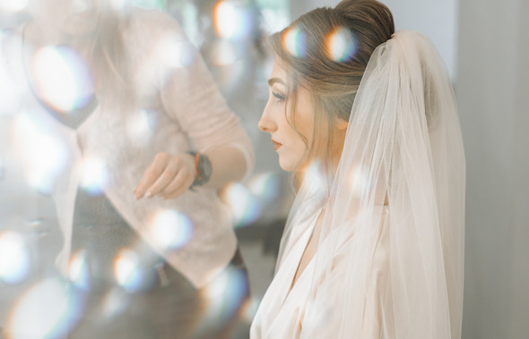 Нежная рустик-свадьба в лесу - фото №14