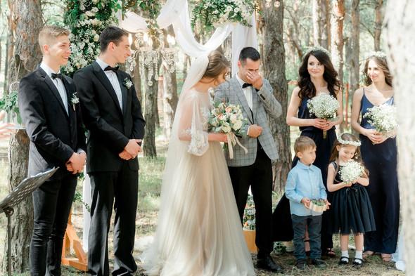 Нежная рустик-свадьба в лесу - фото №41