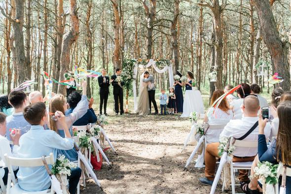 Нежная рустик-свадьба в лесу - фото №49