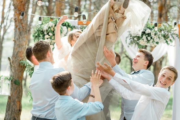Нежная рустик-свадьба в лесу - фото №75