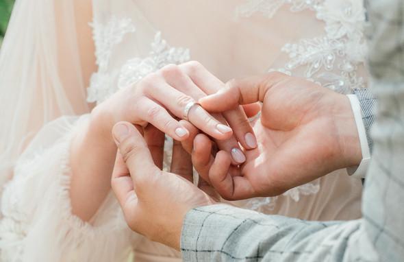 Нежная рустик-свадьба в лесу - фото №46