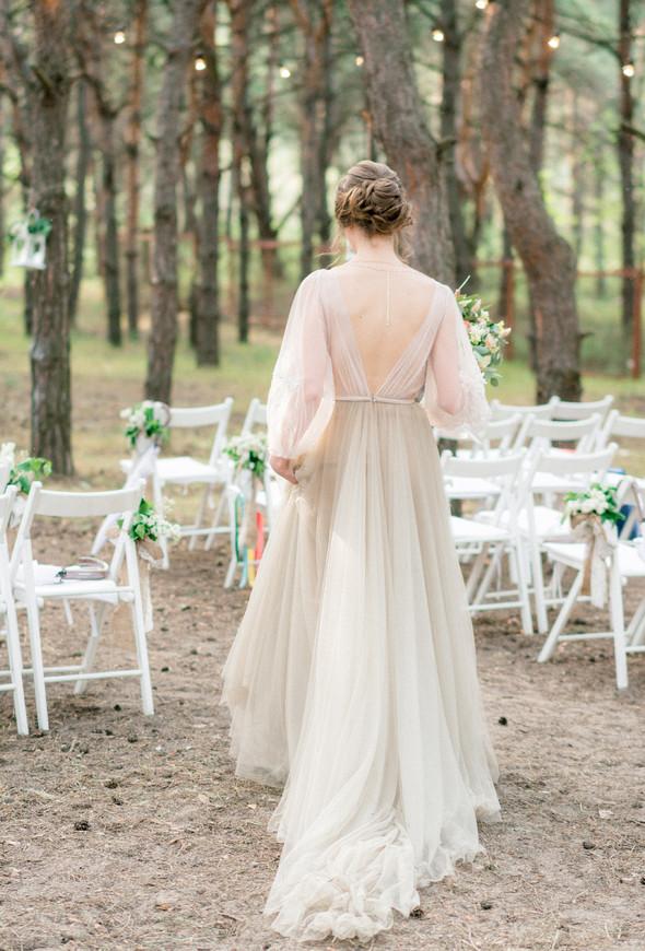 Нежная рустик-свадьба в лесу - фото №129