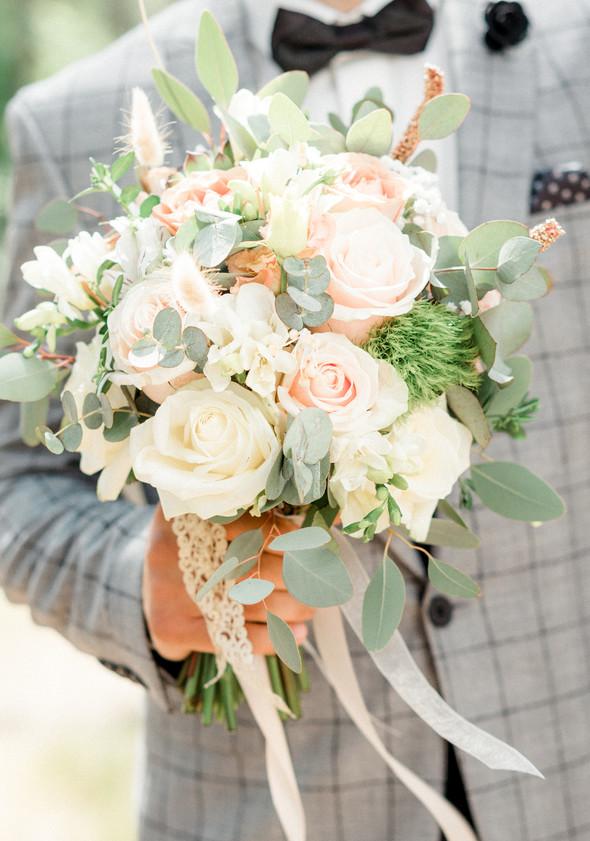 Нежная рустик-свадьба в лесу - фото №35