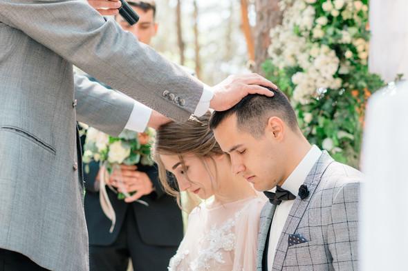 Нежная рустик-свадьба в лесу - фото №52
