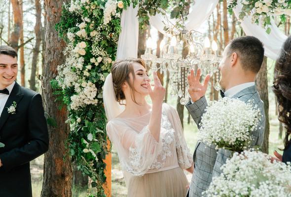 Нежная рустик-свадьба в лесу - фото №47