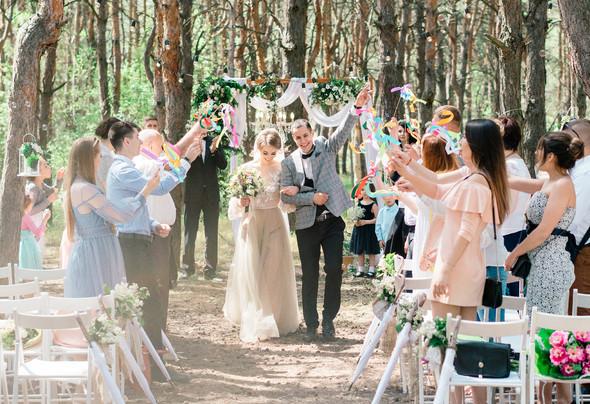 Нежная рустик-свадьба в лесу - фото №53