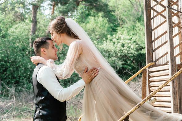 Нежная рустик-свадьба в лесу - фото №101