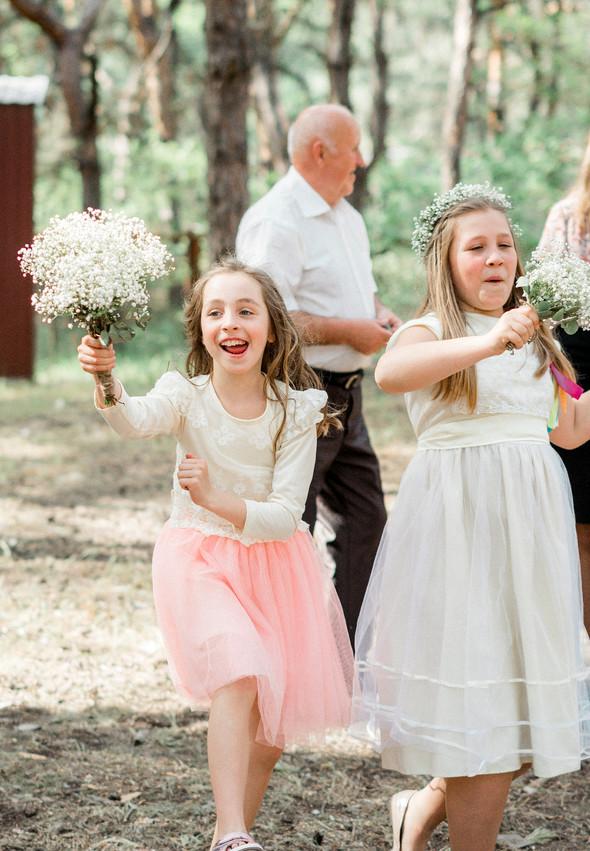 Нежная рустик-свадьба в лесу - фото №81
