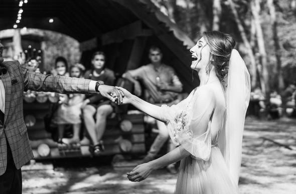 Нежная рустик-свадьба в лесу - фото №71