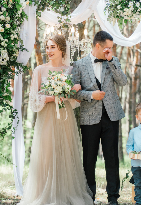 Нежная рустик-свадьба в лесу - фото №40