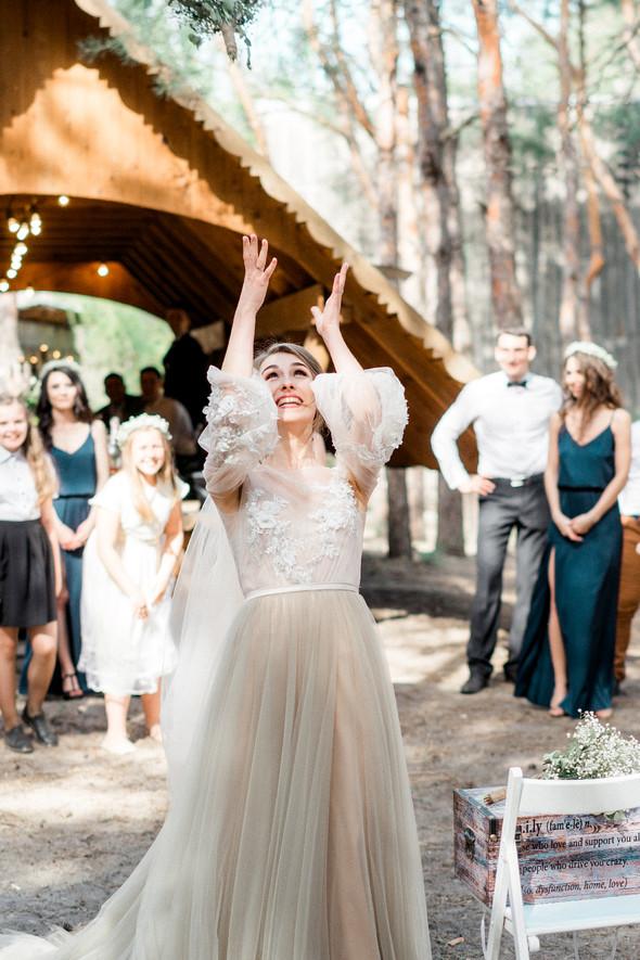 Нежная рустик-свадьба в лесу - фото №80