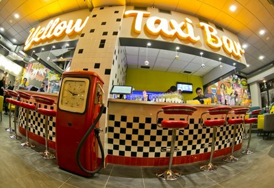 Yellow Taxi Bar - место для фотосессии в Киеве - портфолио 6