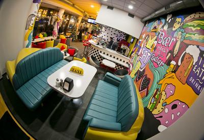 Yellow Taxi Bar - место для фотосессии в Киеве - портфолио 2