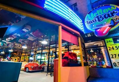 Yellow Taxi Bar - место для фотосессии в Киеве - портфолио 5