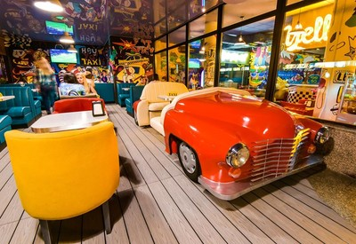 Yellow Taxi Bar - место для фотосессии в Киеве - портфолио 1