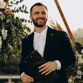 Ведущий Ростислав Горячко